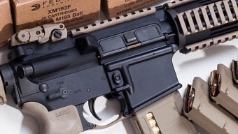 Usuario americano dispara su rifle (real) durante partida de Call of Duty